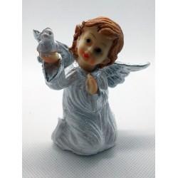 Aniołek klęczący z gołąbkiem - żywica